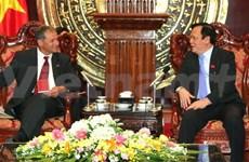 越南国会副主席黄玉山会见法越友好议员小组主席帕斯卡尔