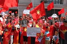旅居英国越南人社团继续举行集会反对中国在东海的行为