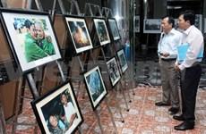 越南6.21革命新闻日:最佳艺术新闻图片展在同塔省举行