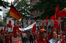 旅居德国越南人社团再次举行游行活动反对中国