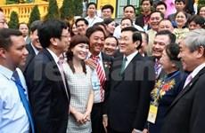 越南国家主席会见越南改革创新企业代表团