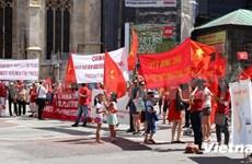 旅居奥地利越南人游行反对中国在东海的非法行为