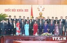 越南国会主席阮生雄会见越南驻外大使和首席代表