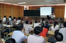 在越南平定省召开的国际物理科学会议拉开序幕