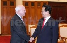 越南政府总理会见来访的美国国会参议员