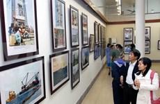 """""""越南神圣海洋海岛""""图片展在胡志明市举行"""