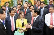 越南国家主席会见荣获2014年红星奖模范年轻企业代表
