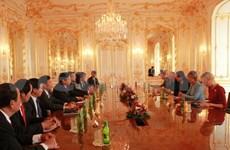 越南国会高级代表团对斯洛伐克进行工作访问