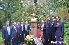 越南国会高级代表团对法国进行访问