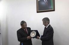越共中央书记处常务书记黎鸿英访问阿塞拜疆