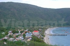 旅法国越侨捐款帮助李山岛县渔民坚持出海捕捞