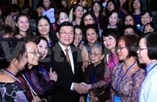 为在国外定居的越南人保留越南国籍创造便利条件
