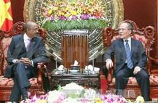 越南国会主席阮生雄会见联合国副秘书长