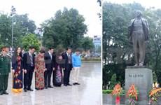 河内市领导向列宁塑像敬献花圈纪念俄国十月革命97周年