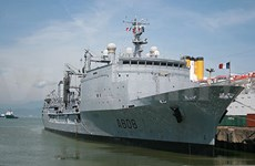 """法国海军""""葡月""""号导弹护卫舰访问越南岘港市"""