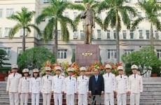 越南政府副总理阮春福探访人民警察学院出席越南教师节纪念集会