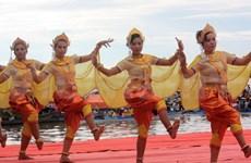 越南南部高棉族的艺术联欢会、服装秀、民间节活动热闹非凡