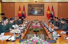 越南国防部副部长与柬埔寨王国国防部国务秘书举行会谈