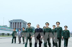 阮春福副总理视察胡志明主席陵墓定期维修保养工作