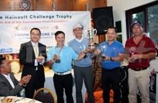 高尔夫球慈善赛为《儿童之心》活动捐款
