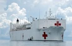 """美军""""仁慈""""号医院船抵达越南宜安省炉门港口"""