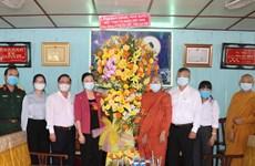 祖国阵线中央委员会代表团向芹苴市高僧大德和佛教信徒致以佛诞节祝福