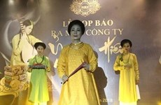 阮德禄-复原古代服装的越南年轻人
