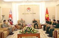 阮志咏上将会见英国驻越大使馆国防武官