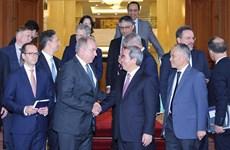 越共中央经济部部长阮文平会见美国企业代表团