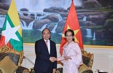 越南政府总理阮春福与缅甸国务资政昂山素季举行会谈