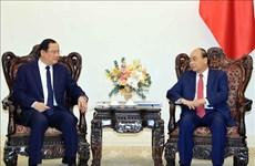 越南政府总理阮春福会见老挝计划投资部副部长宋赛•西潘敦