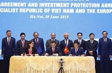 新冠肺炎疫情:越南工贸部部长陈俊英与欧盟贸易专员霍根通电话