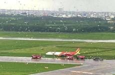 越捷航空飞机降落时滑出跑道   数百个航班受影响
