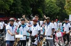 升龙-河内建都1010周年: 为了绿色河内的骑自行车友好活动吸引约400人参加