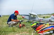 组图:河内大型遥控飞机爱好者用别样的乐趣圆飞行梦