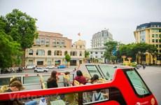 组图:河内双层巴士给游客带来新鲜体验