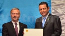 危地马拉总统高度评价越南可持续发展成就