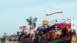 巴地头顿省头顿市胜三迎翁节吸引上千人参加