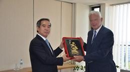越共中央经济部代表团对希腊进行工作访问