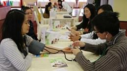 越南青年医生为在捷越南人改善身体状况做出努力