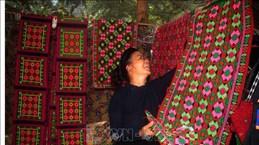 高平省岱依族人的土锦纺织业