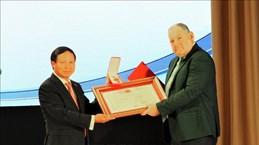 越南向俄罗斯皮亚季戈尔斯克国立大学授予友谊勋章