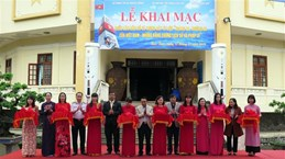 """""""黄沙、长沙归属越南:历史证据和法律依据""""的地图和资料展在昆嵩省举行"""