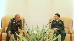 潘文江上将会见柬埔寨王家军国防大学校长谢塔拉