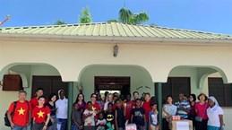 在坦桑尼亚越南妇女协会代表走访孤儿院