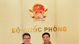 潘文江上将会见马来西亚国防部副部长刘镇东