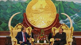 老挝高度重视并优先巩固与发展两国间的特殊关系