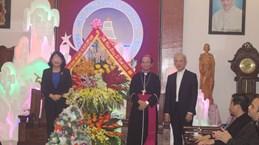 2019年圣诞节即将到来:国家副主席邓氏玉盛走访清化省信教群众