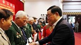 越南政府领导走访慰问少数民族同胞并送上春节慰问礼物