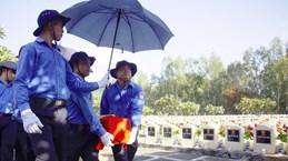 7·27越南荣军烈士日:99名越南志愿军烈士追悼会在安江省举行